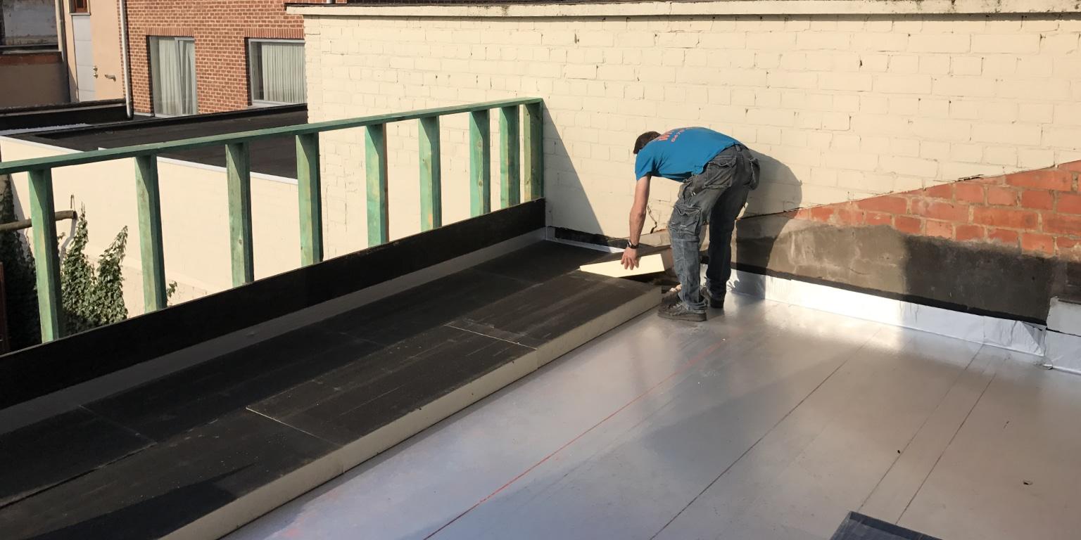 plat dak isoleren buitenzijde