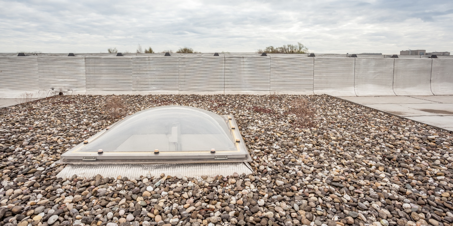 Na isoleren plat dak binnenkant